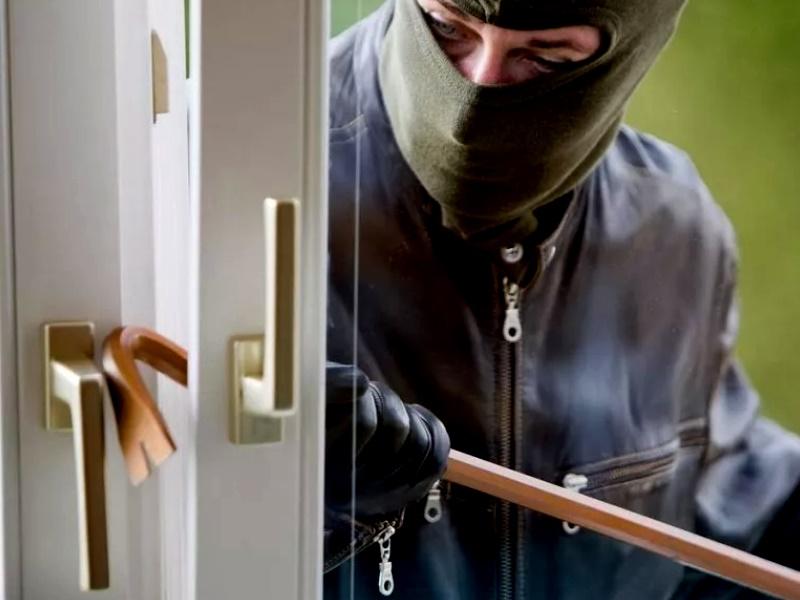 Как защитить квартиру от грабителей?