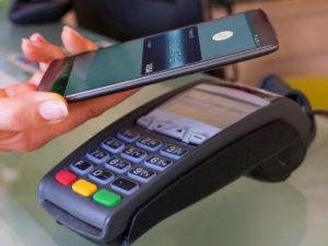 Оплачивать покупки смартфоном