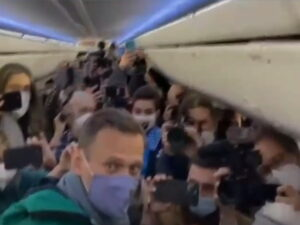 Навальный в самолете