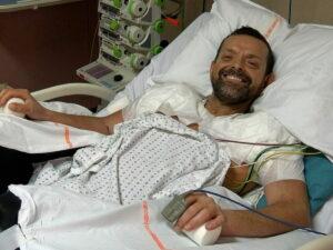 Хирурги смогли пересадить человеку две чужие руки