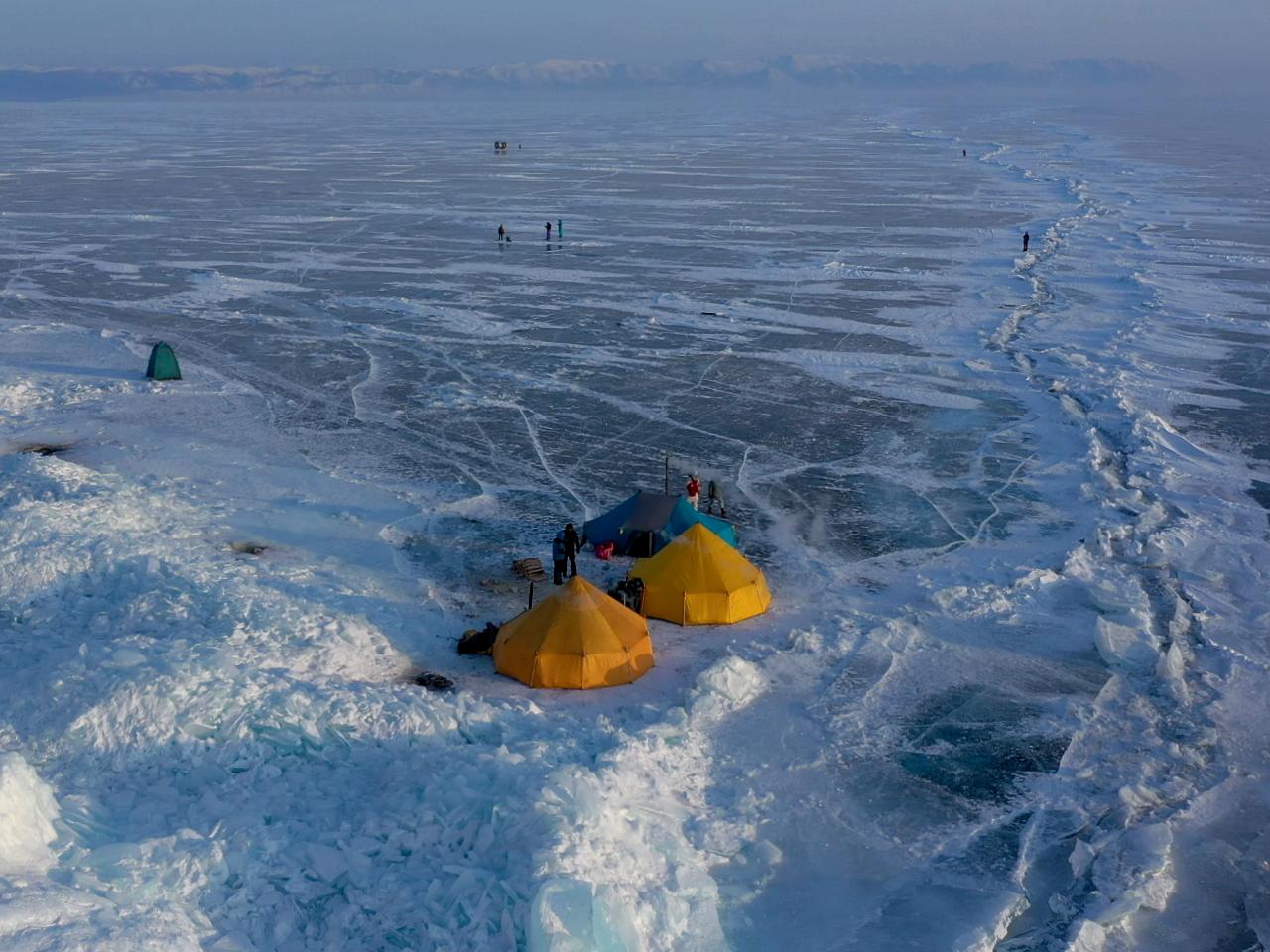 Фото на льду Байкала